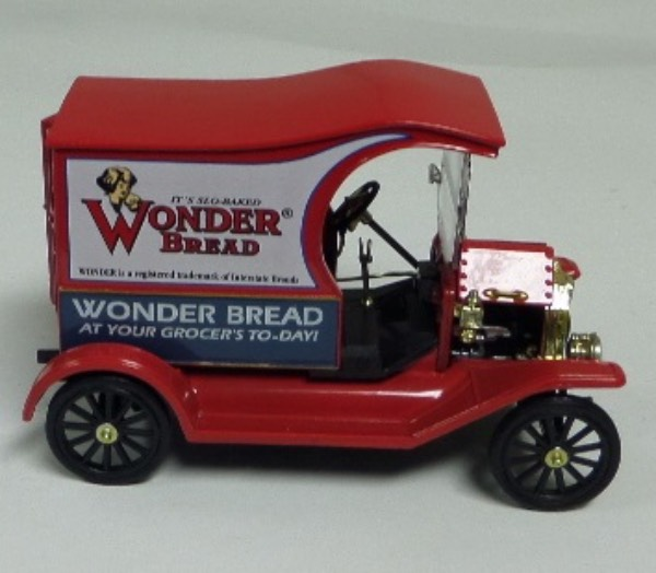 "This STUNNING collector's item is part of the July 2019 Coach's Corner ""Carfest!""  It is a MINT 1:32 scale beautiful replica of a 1920's Ford Model T Wonderbread truck, with fabulous attention to detail, and sits in a NM lucite case for display.  A MUST for collectors, and retail is into the hundreds!"