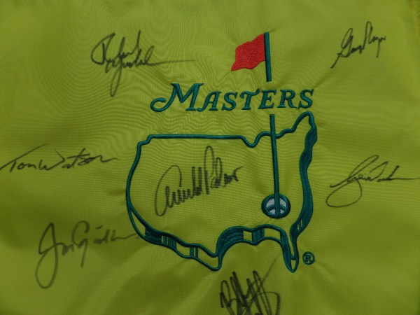 Wow, this gorgeous gold MASTERS pin flag is embroidered and nice! It comes signed by 7 former winners who all won it more than once!  Included are WOODS, PALMER, NICKLAUS, PLAYER, MICKELSON, TOM WATSON, & BUBBA WATSON!!  Begs to be framed and super-high retail here.